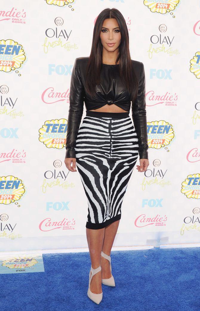 Kim Kardashian est fan des jupes crayon