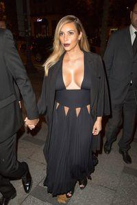 Kim Kardashian et ses maxi décolletés