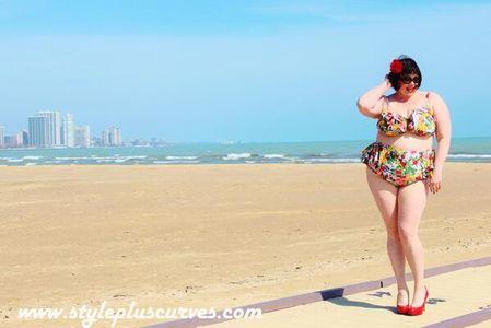 #Fatkini : Les femmes rondes affichent fièrement leurs rondeurs en bikini