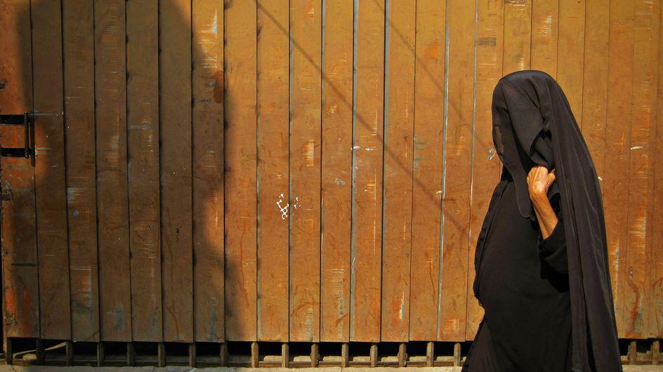 Un clérigo islámico aprueba espiar a mujeres desnudas