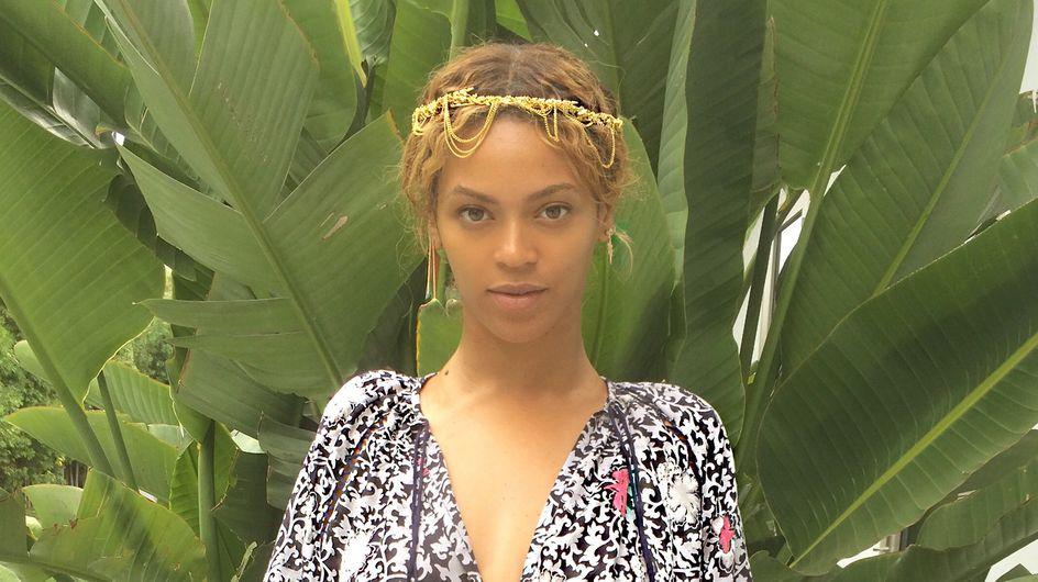 Beyoncé ne lâche plus son sac Carolina Herrera