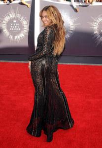 Beyoncé sexy pour les MTV VMA 2014