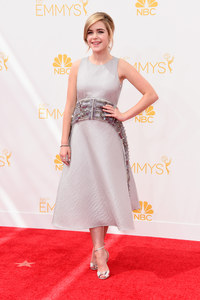 Kiernan Shipka, dans une robe signée Antonio Berardi, aux Emmy Awards 2014