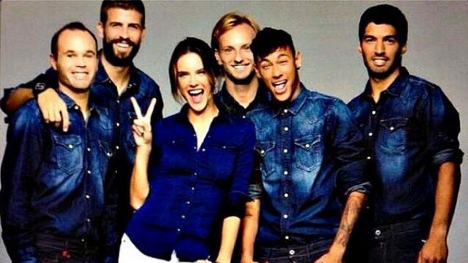 Una campaña de moda une a Alessandra Ambrosio y varios jugadores del Barça