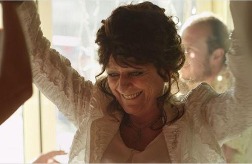 Wonder Women : Angélique Litzenburger, ex danseuse de cabaret de 64 ans, devient l'héroïne du film de son fils