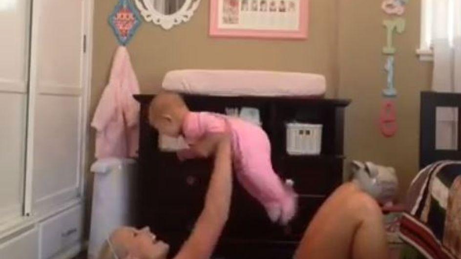 Cette gymnastique maman-bébé va vous faire craquer (et vous muscler !)