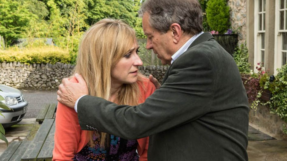 Emmerdale 10/09 – Laurel kisses Ashley the night before her wedding