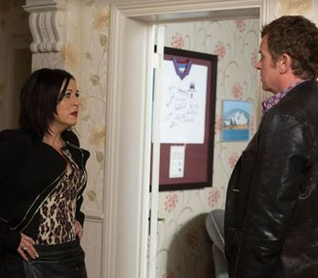 Eastenders 08/09 – Sharon reconsiders fleecing Phil