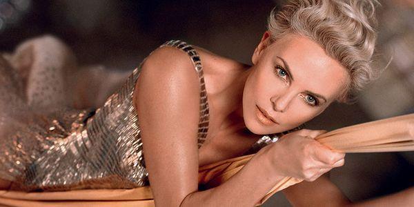 Charlize Theron dans la nouvelle campagne J'adore de Dior