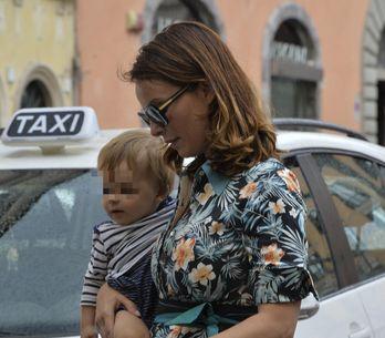Violante Placido in versione mamma fashion. Le tenere immagini dell'attrice con