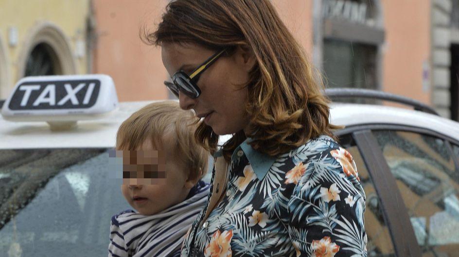 Violante Placido in versione mamma fashion. Le tenere immagini dell'attrice con il piccolo Vasco!