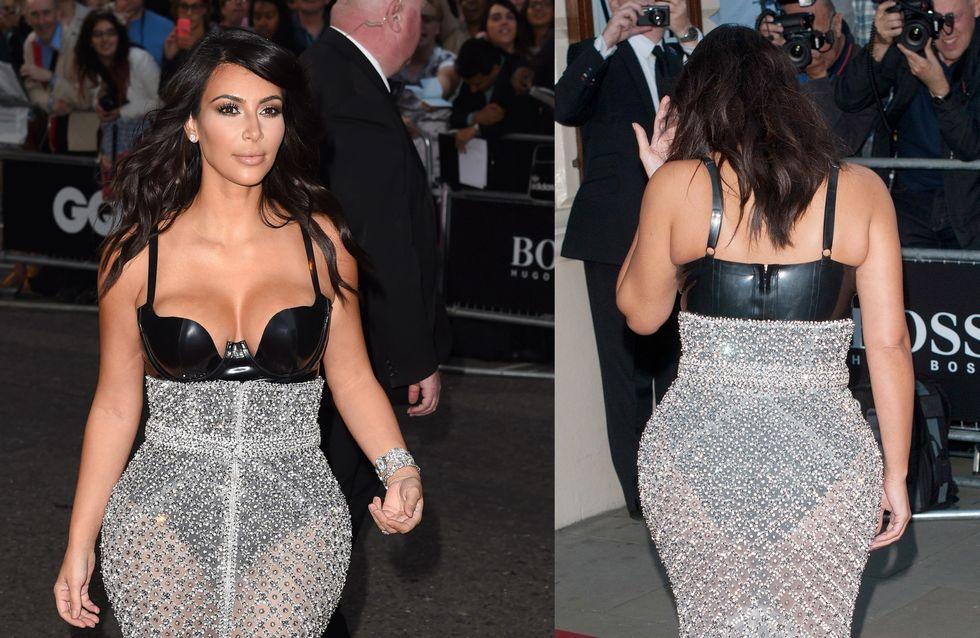 Kim Kardashian orgogliosa delle sue forme. Guarda la mise scelta dalla diva per esaltare il suo lato B!