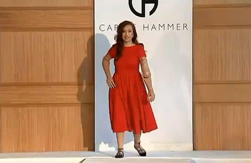 Karen hat weder Arme noch Beine, doch auf der New York Fashion Week ist sie der Star auf dem Laufsteg!