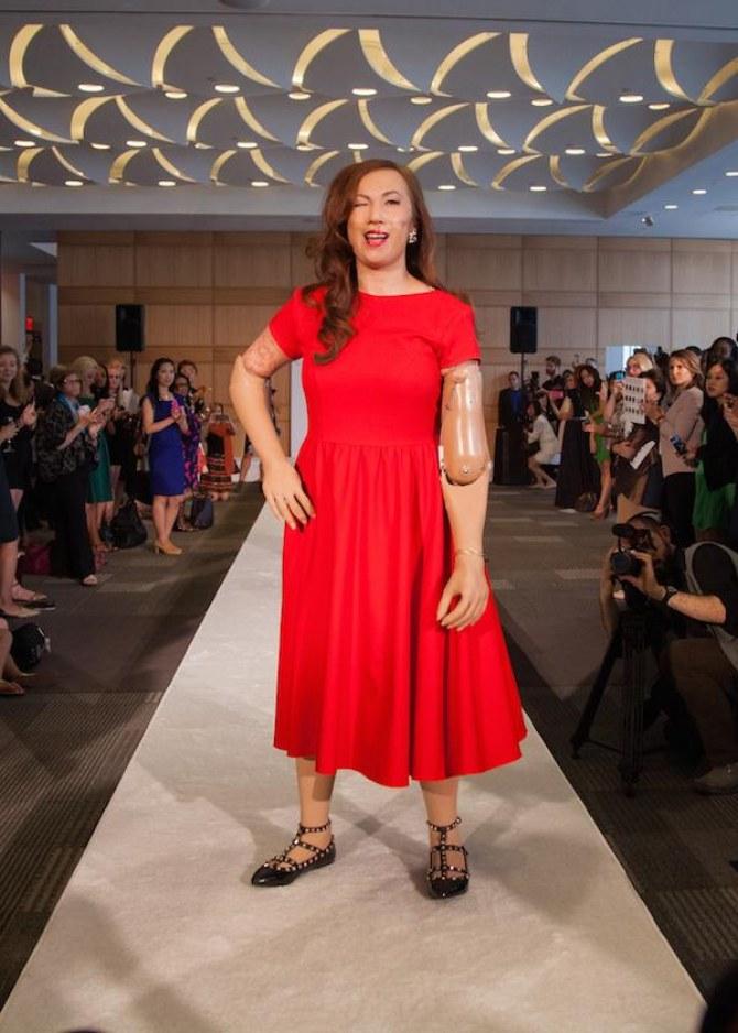 Amputée des jambes et des bras, elle défilé à la Fashion Week new yorkaise