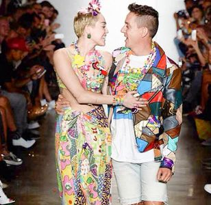 Miley Cyrus défile pour Jeremy Scott