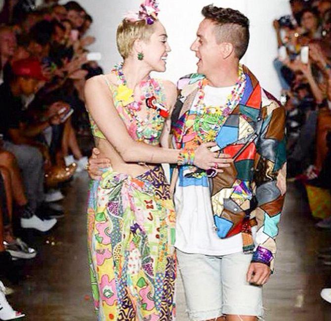 Miley Cyrus défile pour Jeremy Scott