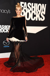 Rita Ora aux Fashion Rocks, le 9 septembre 2014