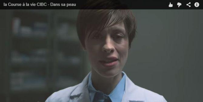 Le docteur qui annonce le cancer du sein dans la vidéo