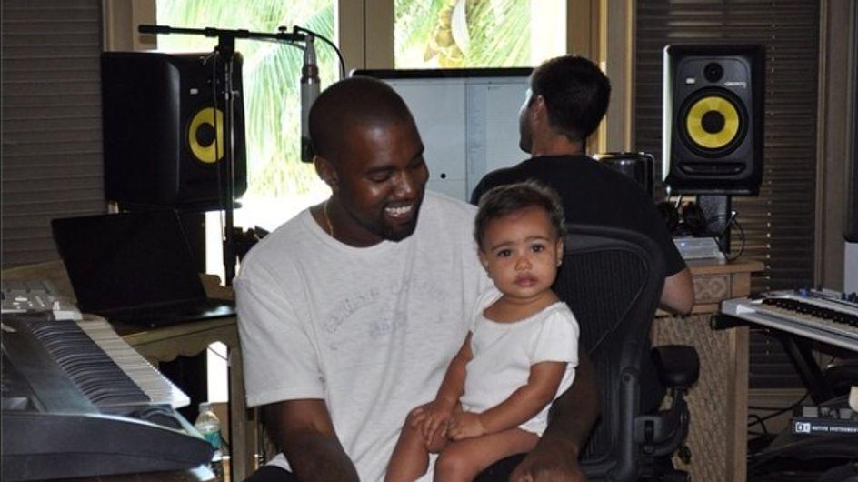 North West : C'est Kanye West qui choisi ses vêtements