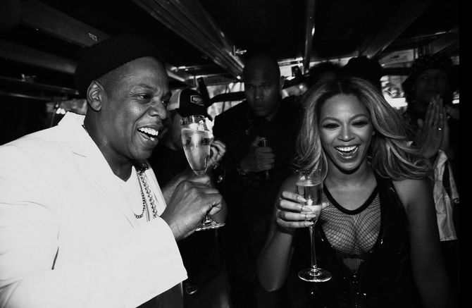 Beyoncé et sa coupe de champagne à Paris