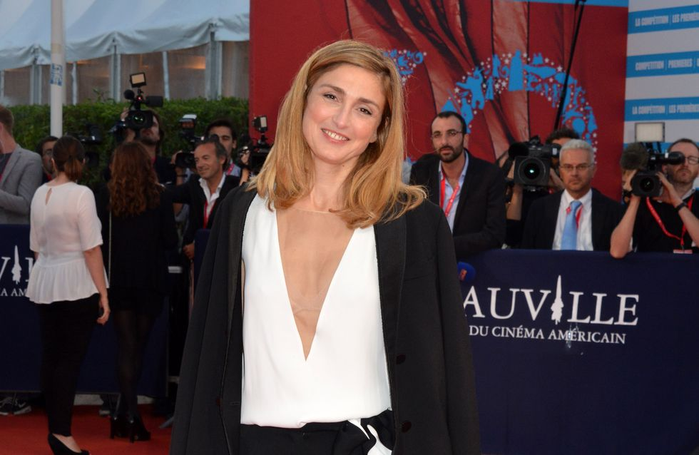 Julie Gayet : Un décolleté affolant à Deauville (Photos)