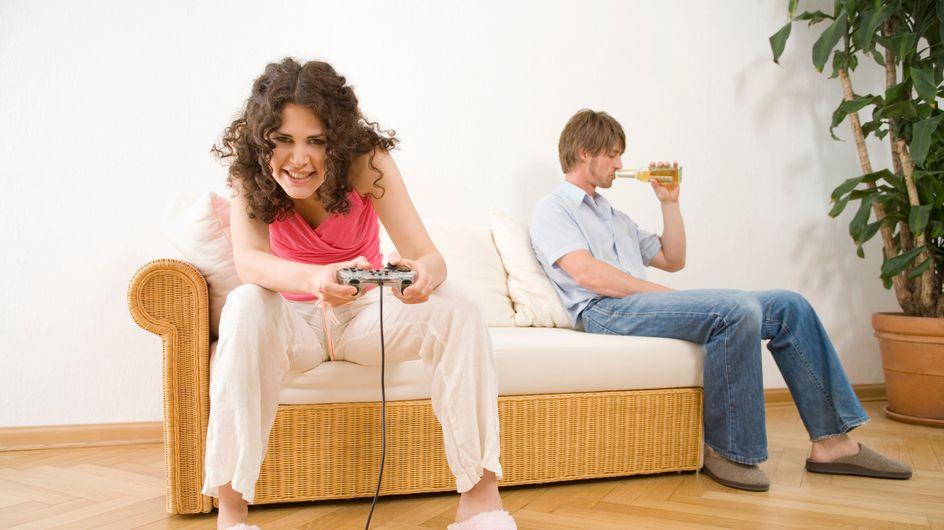 Un grupo de videojugadoras españolas parodian la imagen de la mujer en el sector