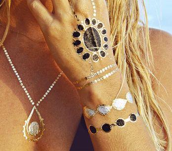 Flash Tattoos: i tatuaggi temporanei metallici che hanno conquistato le celebrit