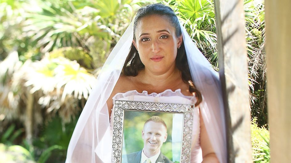 Les photos émouvantes d'une mariée en hommage à son fiancé décédé avant la noce
