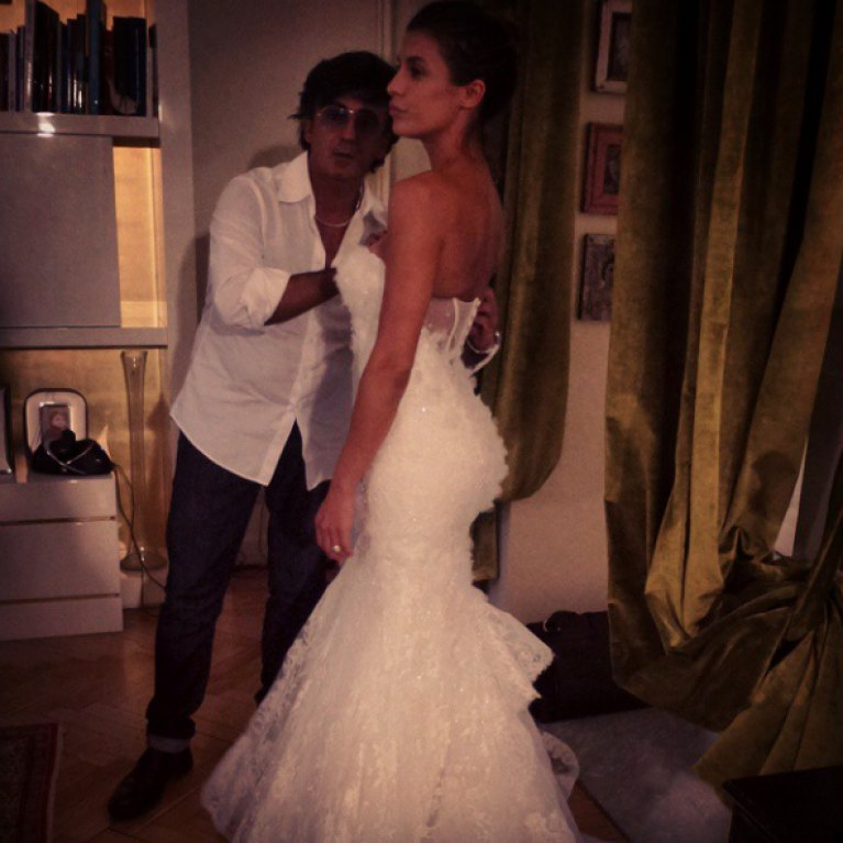ded22877a5f4 Elisabetta Canalis mette all asta il suo abito da sposa. Ecco la foto!
