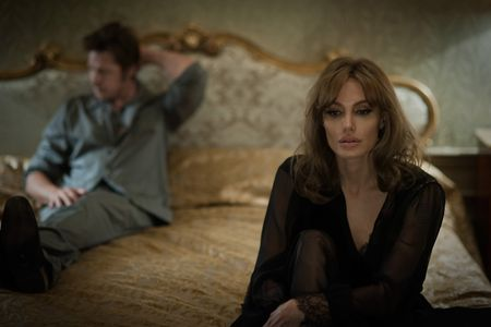 Angelina Jolie et Brad Pitt dans By The Sea