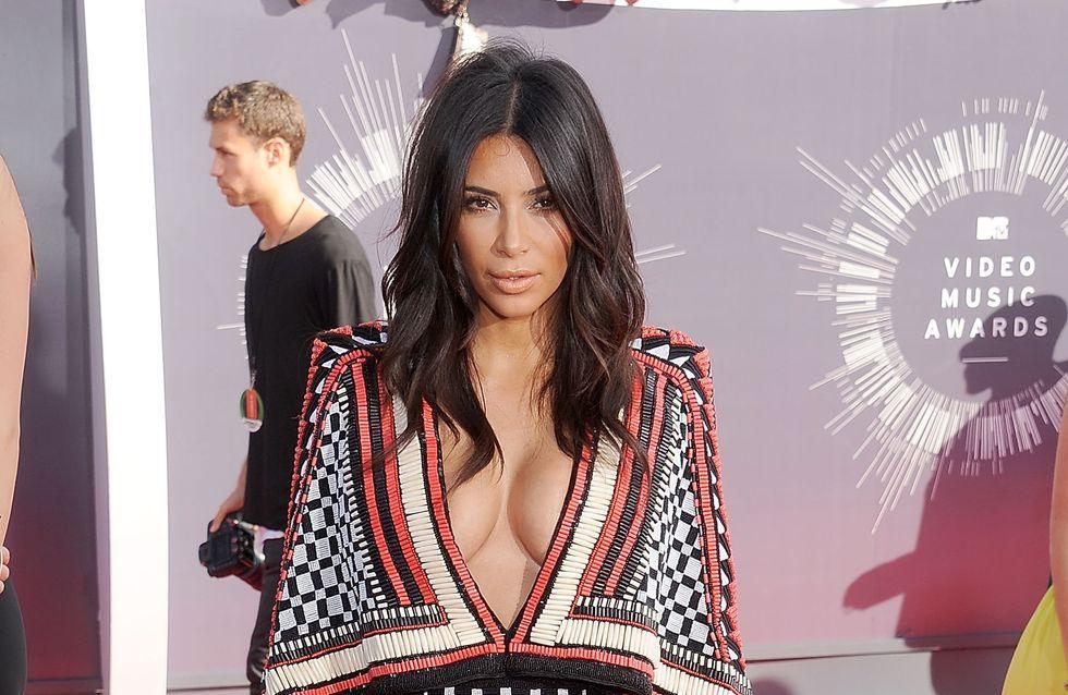 Kim Kardashian : Violemment agressée au défilé Balmain (Vidéo)