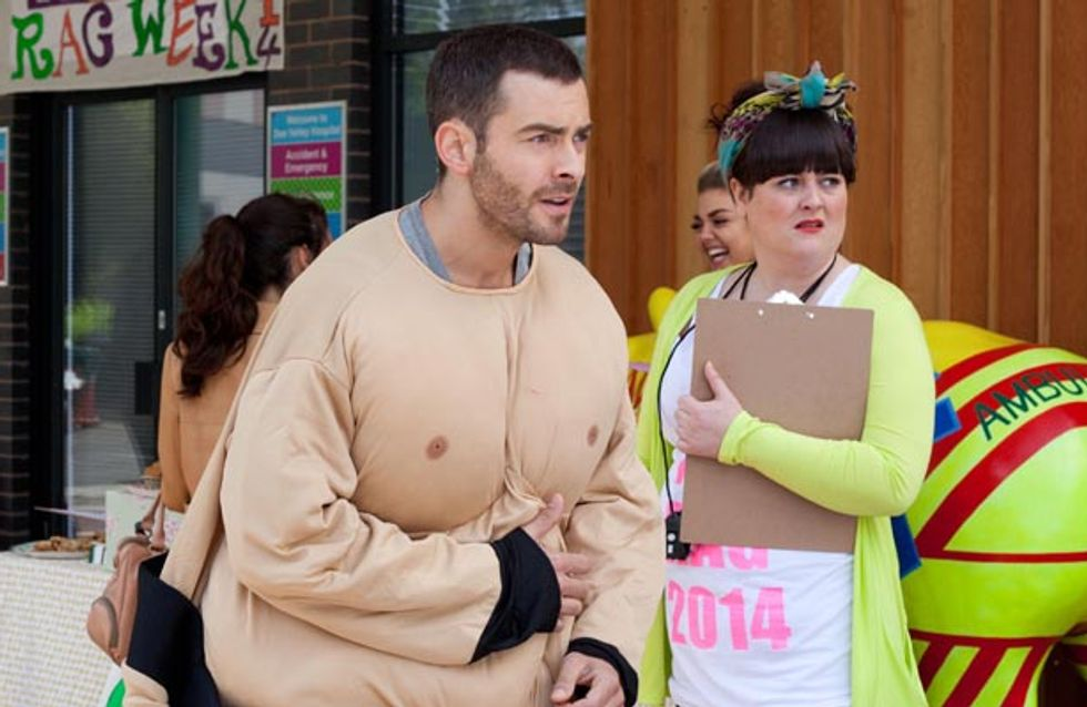 Hollyoaks 07/10 – Lindsey is deeply suspicious of a new arrival