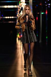 Cara Delevingne pour Saint Laurent