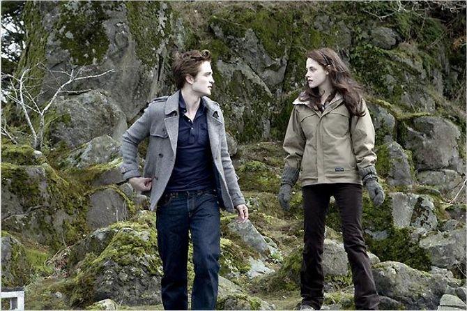 Robert Pattinson et Kristen Stewart dans le premier Twilight.