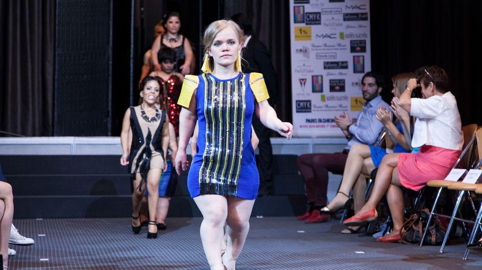 Un défilé de personnes de petite taille interroge les codes de la mode