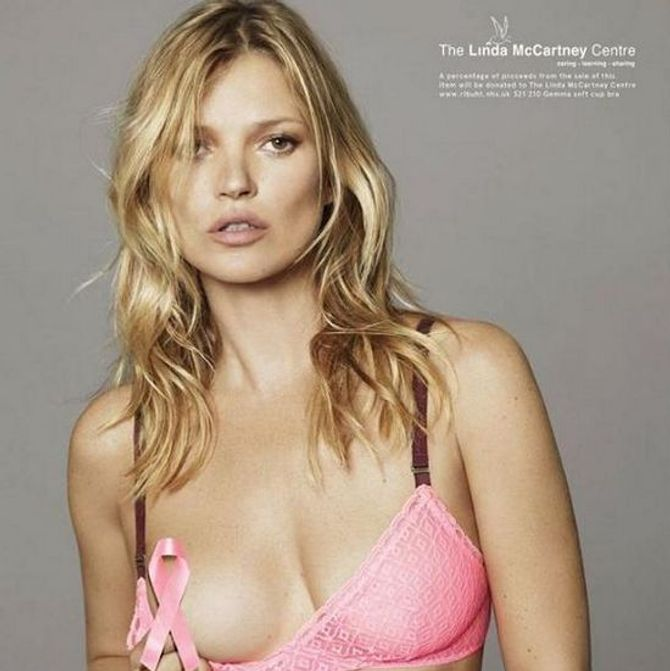 Kate Moss tira a roupa para o Outubro Rosa