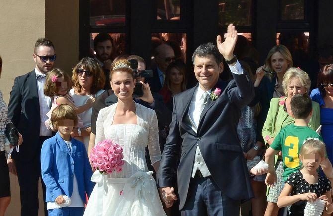 Fabrizio Frizzi e Carlotta Mantovan nel giorno delle nozze