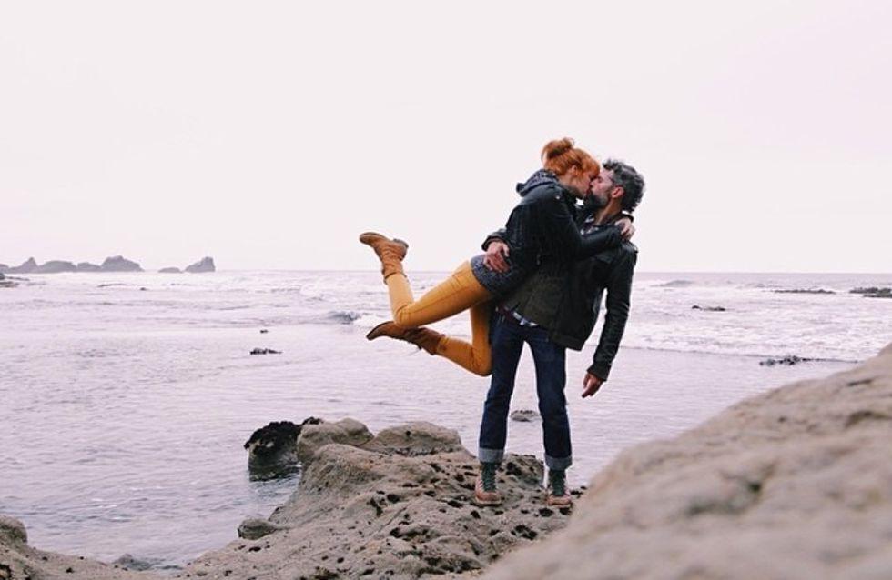 Ce couple immortalise ses voyages en reproduisant le même baiser à chaque destination (Photos)