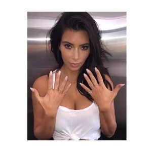 Kim Kardashian et ses bagues à l'effigie de North