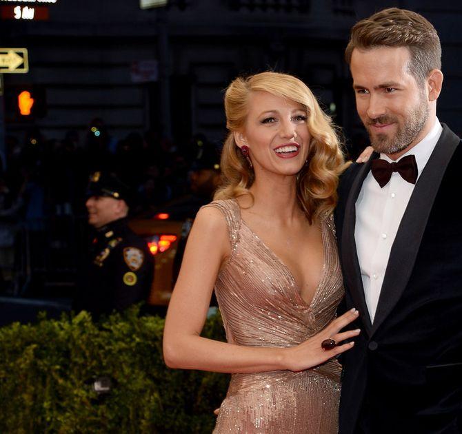 Blake Lively et Ryan Reynolds souriants.