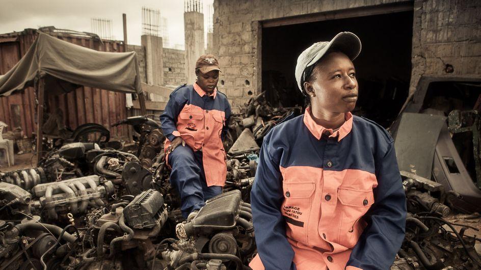 Las mujeres mecánicas de Senegal posan sin complejos