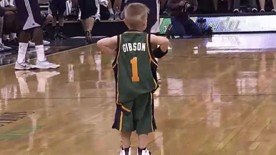 Un vídeo enternecedor: un niño con leucemia cumple su sueño de jugar en la NBA