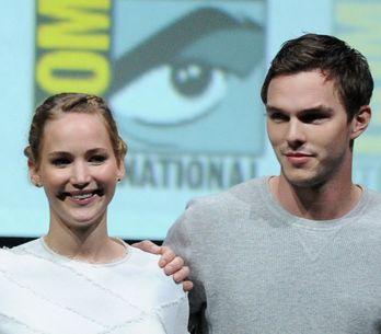 Nicholas Hoult choqué par les photos volées de Jennifer Lawrence nue