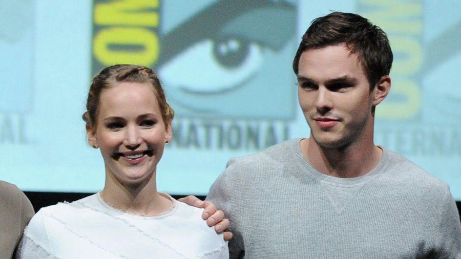 """Nicholas Hoult """"choqué"""" par les photos volées de Jennifer Lawrence nue"""