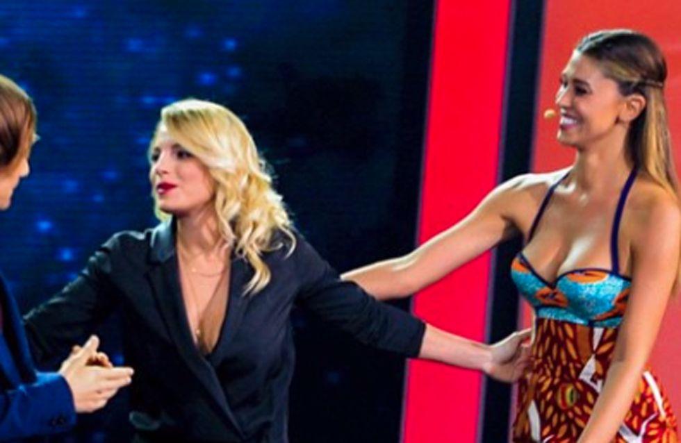 Emma e Belén: faccia a faccia in tv. Le reazioni delle due donne insieme sul palco!