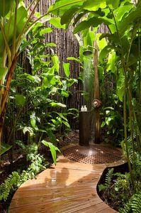 Una ducha en mitad de la naturaleza