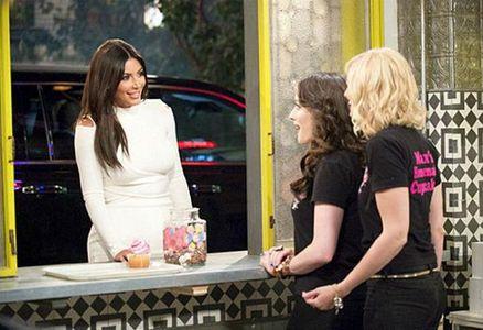 Kim Kardashian dans la série 2 Broke Girls