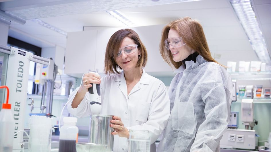 Ça se passe comment, dans les laboratoires de L'Oréal?