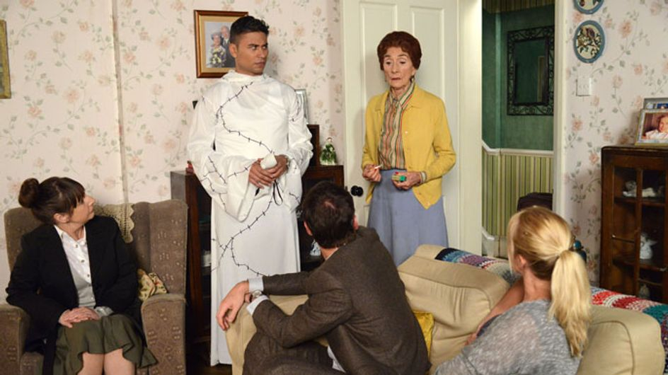Eastenders 30/10 – Yvonne returns to Albert Square