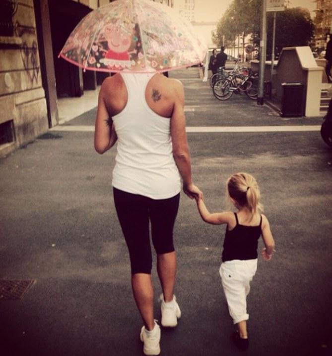 Maddalena insieme alla piccola Jamie Carlyn